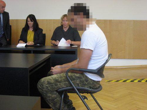 Der Angeklagte wurde zu zwölf Monaten Haft verurteilt, zehn davon jedoch auf Bewährung. Eckert