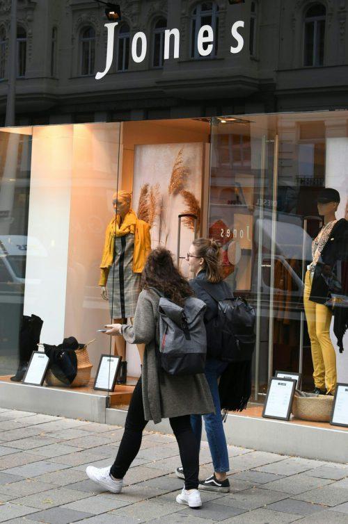 Der Masseverwalter prüft jede Filiale der Modekette auf Profitabilität.APA