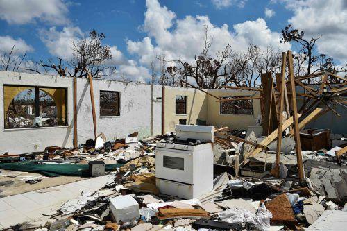 Der Wirbelsturm war mit Windstärken von bis zu 300 km/h über die Bahamas hinweggefegt. Mindestens 13.000 Wohnhäuser wurden zerstört. AFP