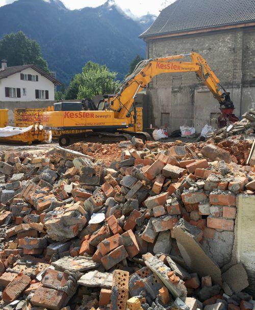 Die Abbrucharbeiten am Bauhofgelände schreiten zügig voran. VN/JS