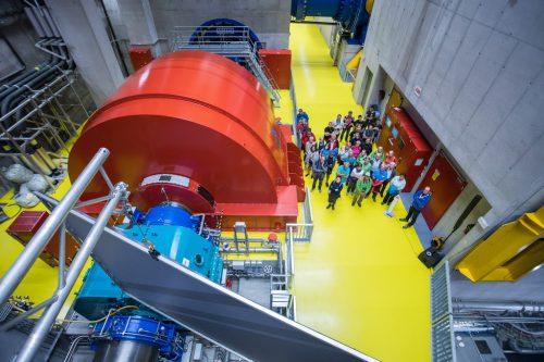 Die Besucher konnten sich beim Tag der offenen Tür von der überdimensionalen Größe des Obervermuntwerks II überzeugen. VN/Steurer