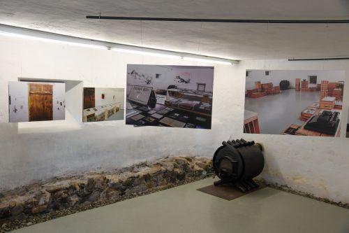 Die Foto-Installationen führen die Besucher durch die letzten 25 Jahre und rufen gleichzeitig spannende Projekte in Erinnerung.