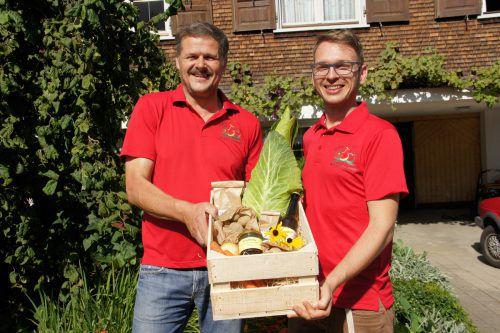 Die Genusskiste ist bestückt mit eigenen Produkten des Obst- und Gartenbauvereins Alberschwende.