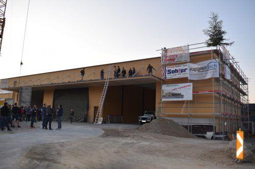 Die Hallen in Lingenau sind bis Jahresende bezugsfertig.mo