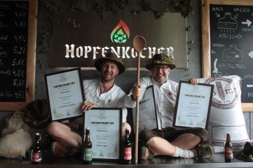 Die Hopfenkocher Peter Wilhelm und Stefan Spiegel dürfen sich über vier Auszeichnungen freuen. Privat