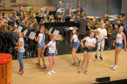 Die Liberty Brass Band Junior vereint gemeinsam mit der Street Dance Gruppe Weinfelden die zwei Welten Brass und Tanzen. Fotoclub Kontakt Feldkirch