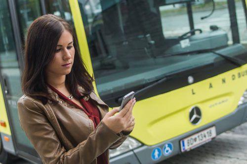 Die Öffis werden digitaler: Schüler und Lehrlinge können ihr Ticket bereits jetzt in einer App speichern. VN/Steurer