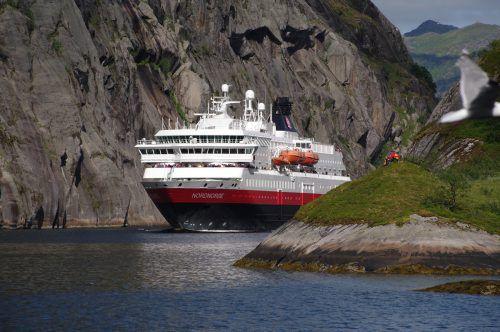 Die Riesen fahren durch Norwegens beliebte Fjorde (Symbolbild). Reuters
