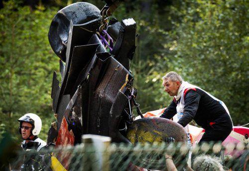 Die Unfallstelle in Spa war voll mit Trümmerteilen der Autos.APA