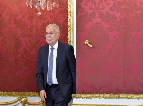 Die Verfassung setzt Van der Bellen wenig Grenzen bei der Ernennung des Kanzlers. Theoretisch könnte er jeden Staatsbürger damit beauftragen, der zum Nationalrat wählbar ist.