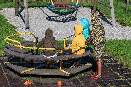 Die vier Kinder erhalten zwei Jahre lang eine Grundsicherung.VN/Stiplovsek