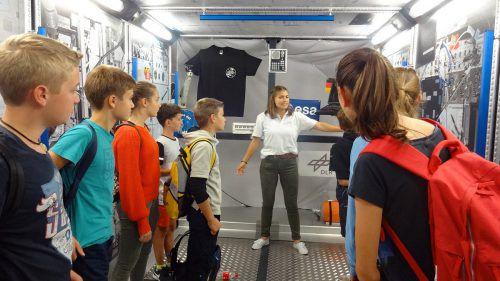 Diverse Exkursionen und Betriebsbesichtigungen schärfen das technische Verständnis der Schüler. lcf