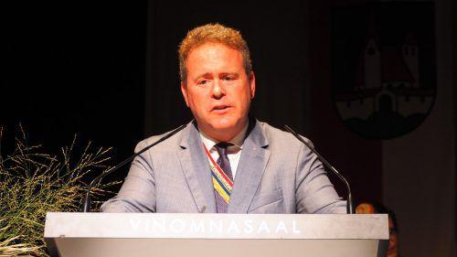 Dominik Feusi sorgte für die Festrede der Veranstaltung.