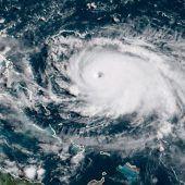 Hurrikan Dorian hochgestuft: Bahamas und Florida bangen