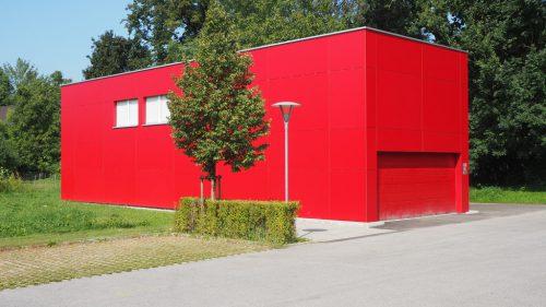 Einst Kindergartenprovisorium, jetzt Katastrophenschutzlager: der Container gegenüber dem Feuerwehrhaus.Christof Egle