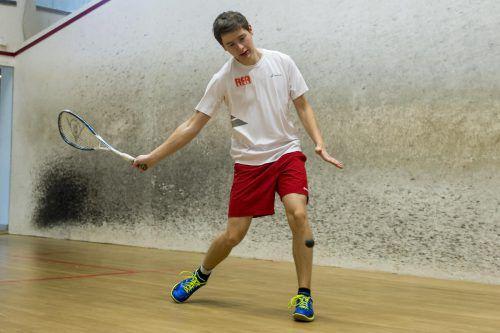 Emanuel Schöpf stellte bei der Racketlon-Staatsmeisterschaft seine Qualitäten im Squash, Tennis, Badminton und Tischtennis eindrucksvoll unter Beweis und holte zwei Goldene und eine Silberne.VN/Stiplovsek