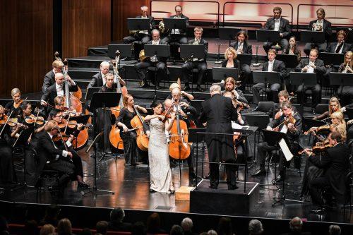 Estnisches Nationalorchester unter Neeme Järvi mit der Solistin Ye-Eun Choi im Bregenzer Festspielhaus. kulturamt/Mittelberger
