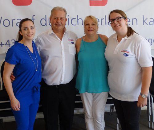 Horst und Lucia Obwegeser mit Nicole (l.) und Bianca.