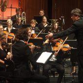 Die Quarta 4 Länder Jugendphilharmonie glänzt mit Beethoven und Bruckner. D4