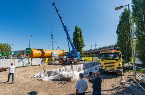 Für die 24-Stunden-Tankstelle am Standort von BayWa in Lauterach wurde diese Woche der Tank angeliefert. VN/Stiplovsek