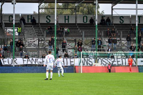"""""""Für fangerechte Anstosszeit - ****** ORF"""" lautete ein Banner der Fans im ÖFB-Cup.gepa"""