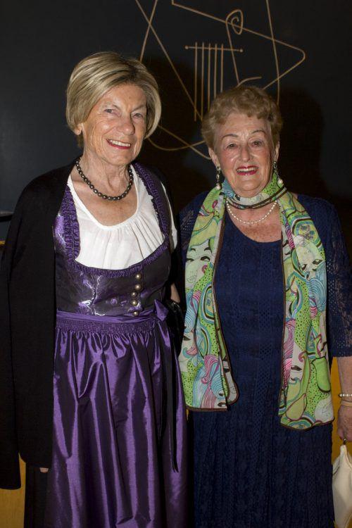 """Ganz treue """"Gabi""""-Fans Friedl Henninger (l.) und Pia Mock."""