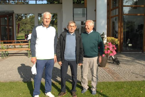 Geburtstagskind Peter Stangl (M.) mit Werner Karg und Jochen Scherer.