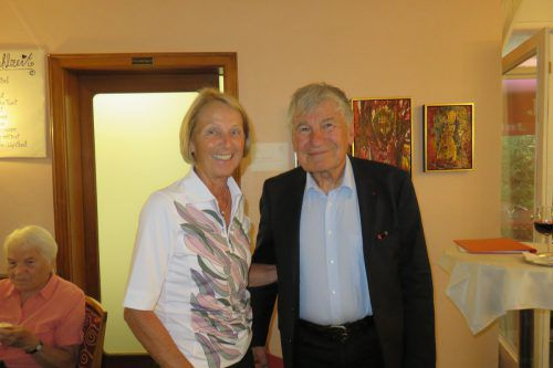 Gerda Troll, Enkelin Hammerers, mit Prof. Gerhard Winkler.