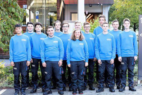 """Graf/EGD 13 neue Lehrlinge haben bei den Firmen Elmar Graf und EGD Installations GmbH ihre Lehre als Elektroinstallationstechniker begonnen. Insgesamt werden rund 40 Lehrlinge im """"Staatlich ausgezeichneten Lehrbetrieb"""" ausgebildet. graf"""
