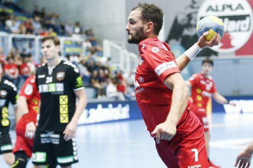 Hard-Spieler Tine Poklar machte mit seinem Tor zum 32:30 den Deckel drauf in der Heimpartie gegen HSG Graz.HC Hard