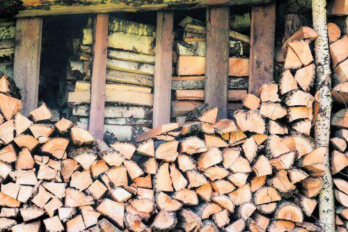 Holz benötigt eine trockene und luftige Lagerung.foto: shutterstock