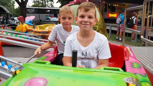 Ilia und Luca im Jahrmarkt-Feeling. Christof Egle