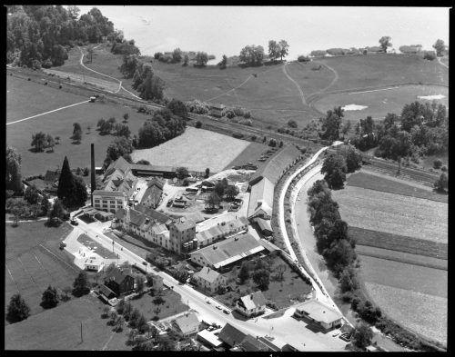 Im Laufe der Zeit: Das Firmenareal von Deuring in Hörbranz im Jahr 1959 und heute (inklusive der Tankstelle). Volare/Deuring