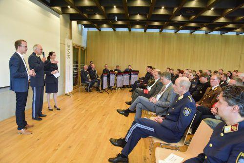 Im Rahmen eines Festaktes im Lustenauer Feuerwehrhaus feierten 47 Polizei-Nachwuchskräfte ihre Ausmusterung. polizei/micheli
