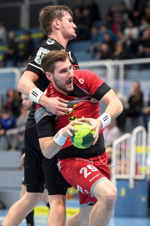 In den bisherigen vier Duellen gegen seinen Stammverein Graz ging Hard-Kreisläufer Lukas Schweighofer noch nie als Verlierer vom Parkett. GEPA