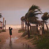 Hurrikan Dorian: Wirbelsturm zieht nur langsam weiter