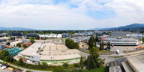 In unmittelbarer Nähe der bestehenden Werke 7 und 8 sowie der Lehrwerkstatt konnte sich Blum das fast 24.000 Quadratmeter große einstige Huber-Areal sichern.VN/Lerch
