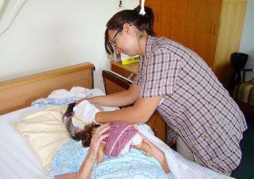 """In Vorarlberg werden noch 80 Prozent der Pflegebedürftigen zu Hause versorgt. Der Slogan """"ambulant vor stationär"""" soll auch weiterhin gelten. ÖGKV"""