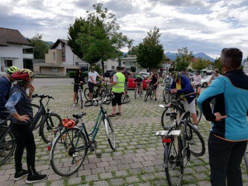 Interessierte Besucher bei der Info-Rad-Rundfahrt zum geplanten Hochwasserschutzprojekt Rhesi.Verein Rhesinat Koblach