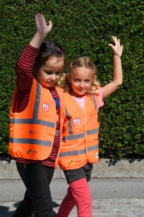 Jetzt sind die Kleinen auf der Straße nicht mehr zu übersehen.