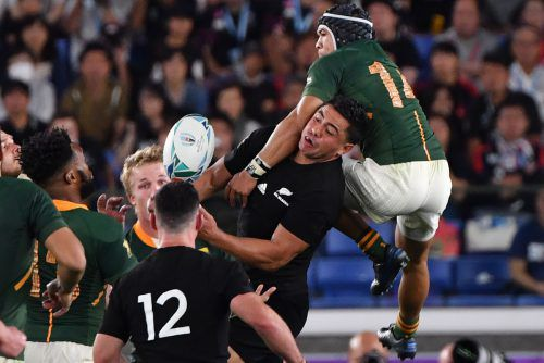 Kampf um das Ei: Neuseeland hatte gegen Südafrika das bessere Ende für sich.apa