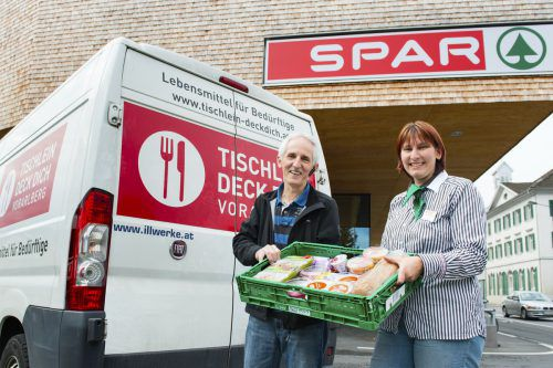 """Lebensmittel für """"Tischlein deck dich"""" Spar Vorarlberg gibt seit vielen Jahren nicht verkaufte Lebensmittel an """"Tischlein deck dich"""" weiter. Mit nur ein bis zwei Prozent ist der Anteil an nicht verkauften Lebensmitteln bei Spar Vorarlberg erfreulich gering. FA"""