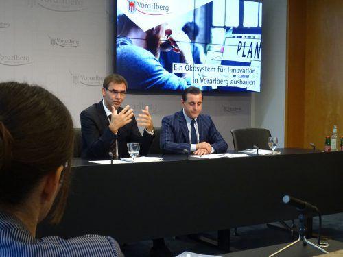 LH Markus Wallner und Studienautor Chris Müller. VLK
