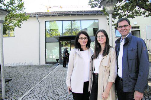 LH Markus Wallner zeigte sich bereits bei der Stimmabgabe in seiner Heimatgemeinde mit Ehefrau Sonja und Tochter Sophia optimistisch.