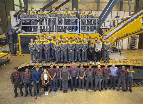 Liebherr 40 Jugendliche sind in Nenzing in die Lehre gestartet. Sie werden in den Berufen Stahlbau-/Schweißtechniker, Lackiertechniker, Elektrotechniker, Maschinenbautechniker, Konstrukteur, Betriebslogistiker, Applikationsentwickler sowie Büro ausgebildet. Liebherr