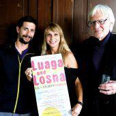 """<p class=""""caption"""">Luaga &Losna - Team mit Obmann Matthias Bitschnau, Organisatorin Stefanie Seidel und Johannes Rausch bei der Eröffnung des Festivals. Juen (3)</p>"""