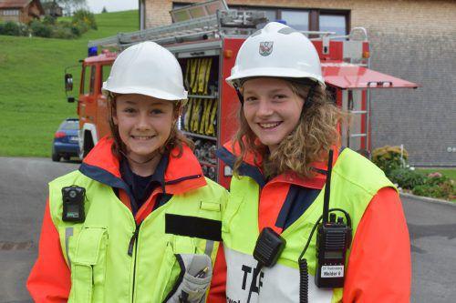 Mädchen als Einsatzleiterinnen: Nora Bereuter und Belinda Vögel.