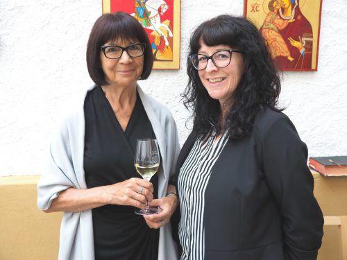 Maria Fritsche mit Tochter Daniela genossen die Vernissage.