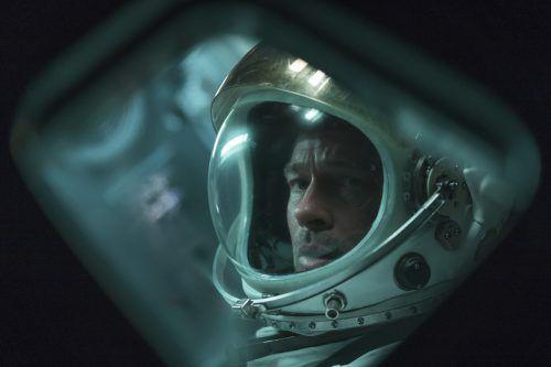 McBride (Pitt) gehört zu den erfahrensten Astronauten, der höchst kritische Situationen ruhig überlebt. AP