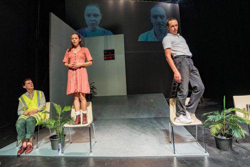 Mit Nina Lilith Völsch, Philipp Auer undEnrique Fiß stehen drei Schauspieler vom Max Reinhardt Seminar auf der Bühne. VN/Stiplovsek